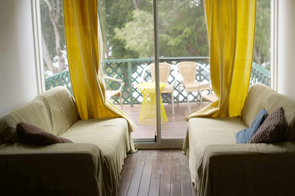 3 Bedroom Cottage - 2 Night Rate - Living Area