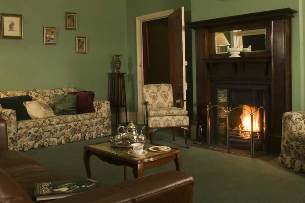 Superior suite, 2 slaapkamers, kitchenette, Uitzicht op de stad - Woonruimte