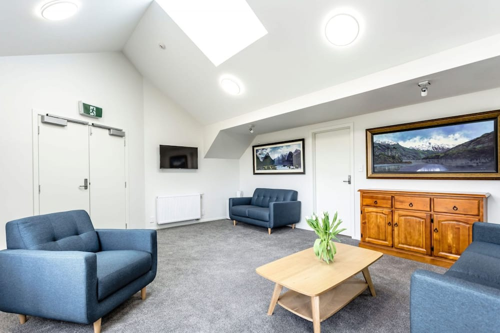 Luxury Studio Suite, 1 King Bed with Sofa bed, Ensuite, Mountain View - Living Area