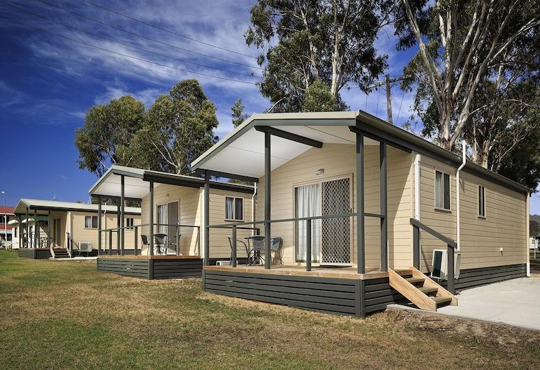 Mudgee Valley Park, Mudgee, Deluxe Cabin, 2 Bedrooms, Non Smoking, Kitchen (Deluxe Cabin   - A), Room