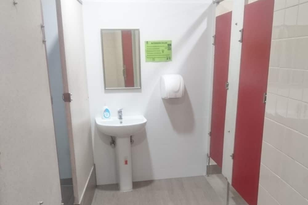 Standard Shared Dormitory, Non Smoking, Shared Bathroom (4 Single Bed Mixed Dorm) - Bathroom