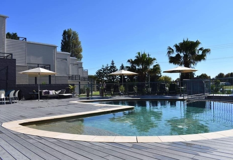 Corrigans Cove, Batehaven, One Bedroom Apartment with Pool View, Room