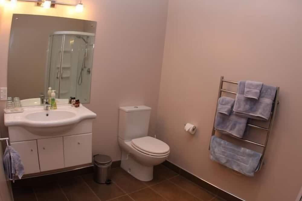 Standard Suite, 1 Bedroom, Balcony (Kaitake) - Bathroom