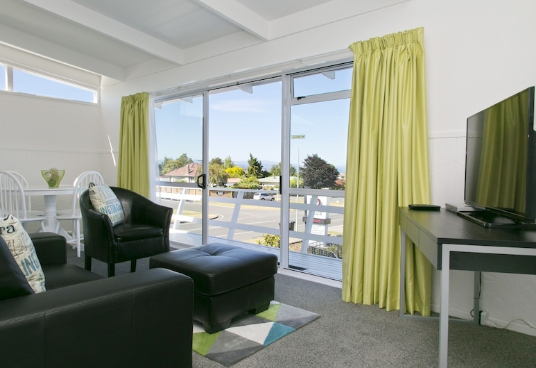 52 on Rifle Motel, Taupo, 2 Bedroom Upstairs Lake View, Living Room
