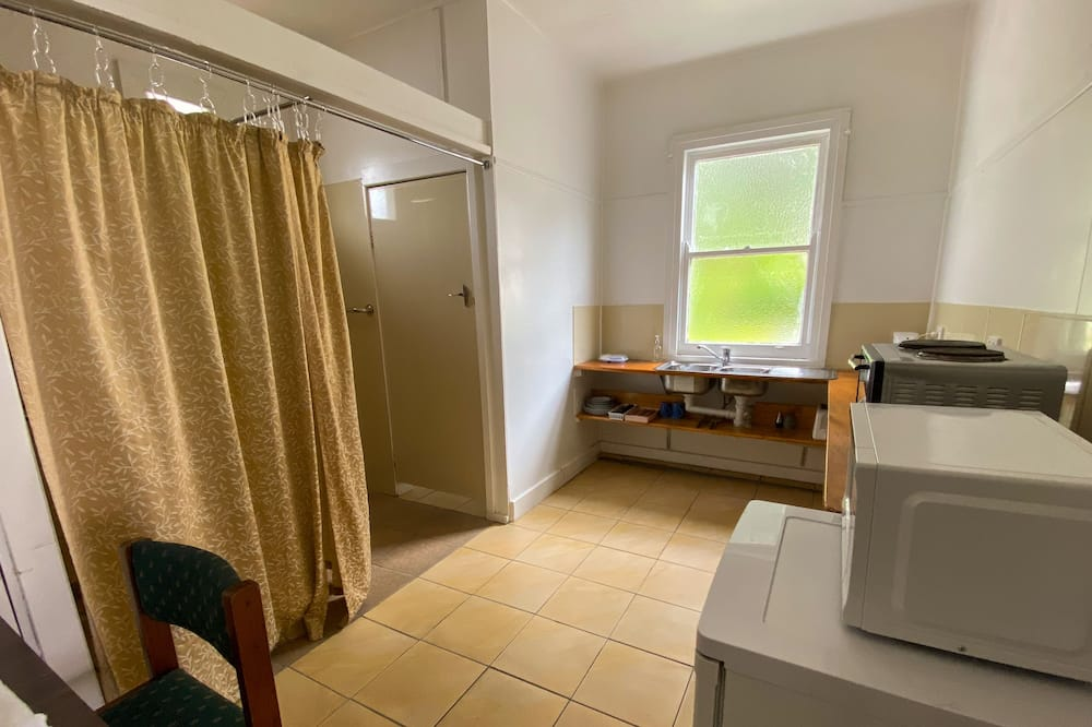Basic Twin Room, Multiple Beds, Non Smoking, Refrigerator & Microwave - Bathroom