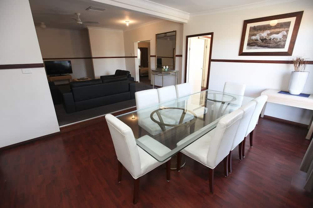 Familien-Ferienhaus, 4Schlafzimmer - Essbereich im Zimmer