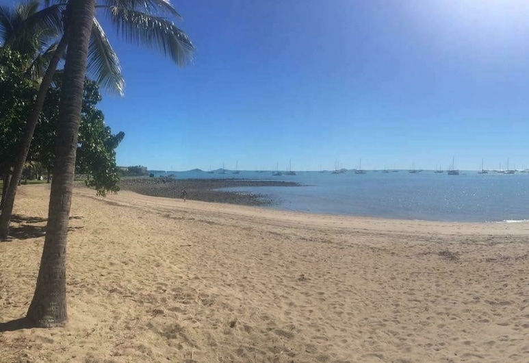 Airlie Court Units, Airlie Beach, Plage
