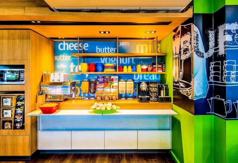 Ibis Budget Brisbane Airport, Hendra, Standard Room, Multiple Beds, Breakfast Area