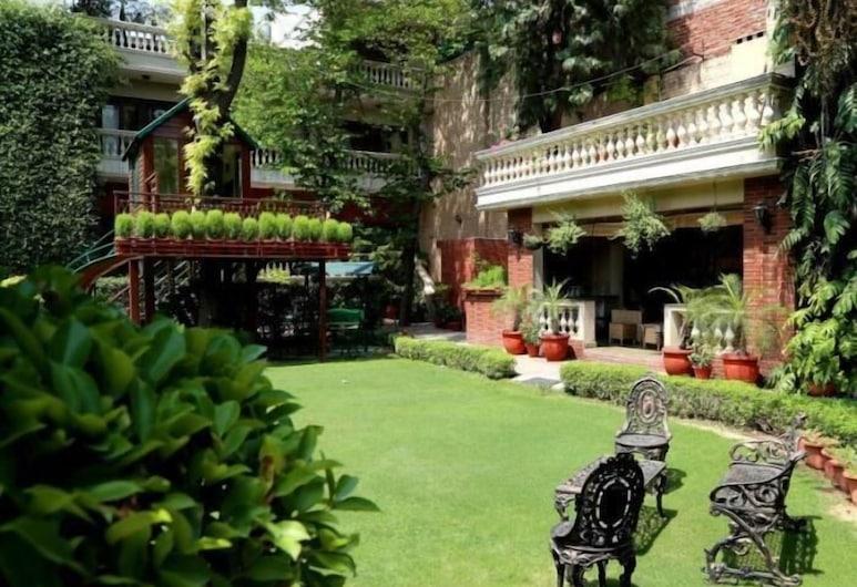 The Estate Villa, Yeni Delhi, Bahçe