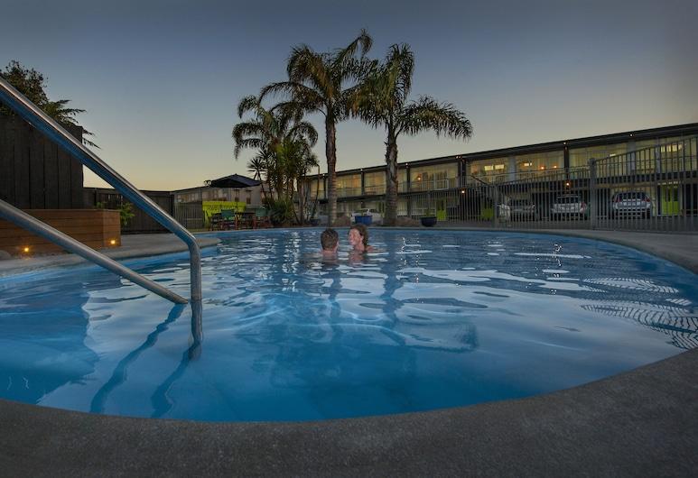 Aura Accommodation, Rotorua, Pool