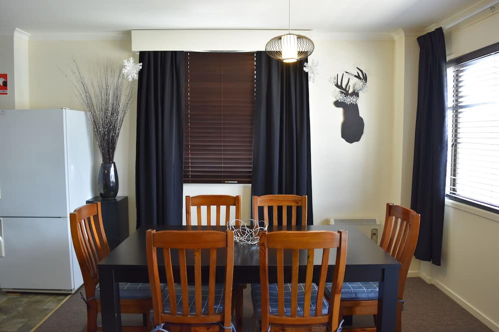Standard Apartment, 2 Bedrooms, Non Smoking, Kitchen (6 Share 5+ Nights) - In-Room Dining