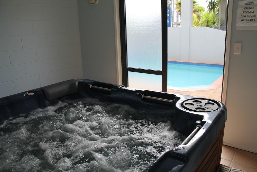 Book Aquarius Motor Inn in Mount Maunganui   Hotels.com