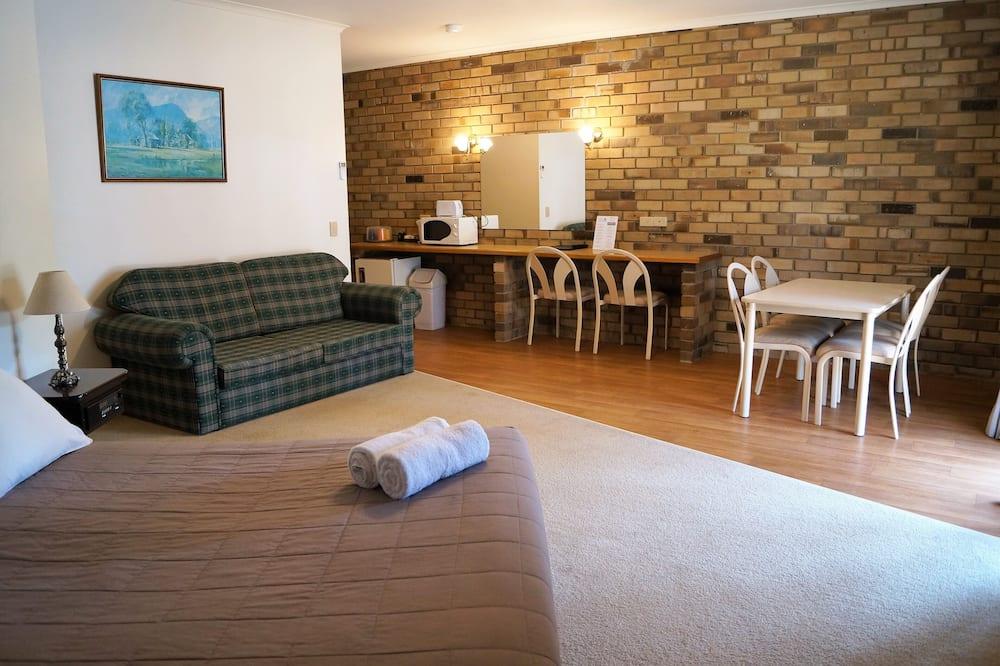 Family Suite, 2 Bedrooms, Jetted Tub, Lake View - Ruang Tamu