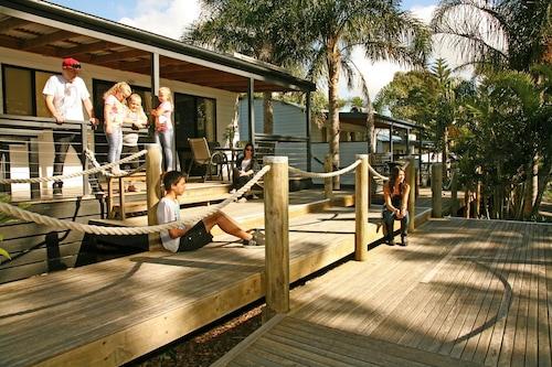 衝浪海灘假日公園飯店/
