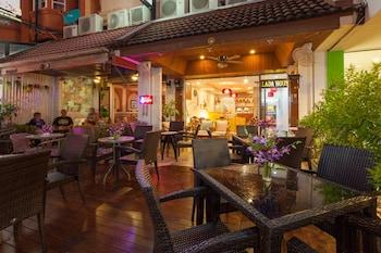 Karon bölgesindeki Karon Sunshine Guesthouse & Bar resmi
