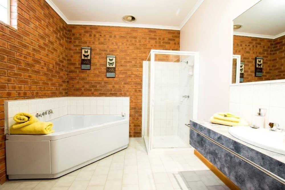 Habitación Deluxe, para no fumadores, cocina básica (Deluxe Spa Suite) - Bañera de hidromasaje privada