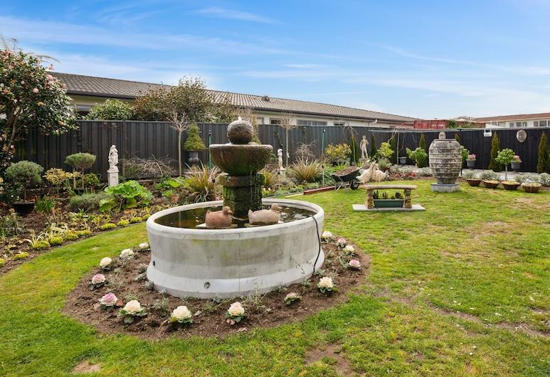 Dunrovin Motel, Taupo, Garden