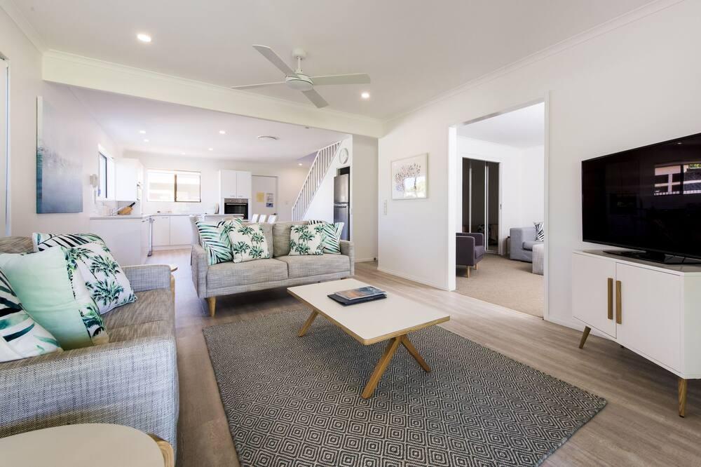 4 Bedrooms Riverside Townhouse - Гостиная