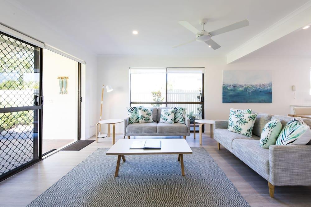 4 Bedrooms Riverside Townhouse - Зона гостиной