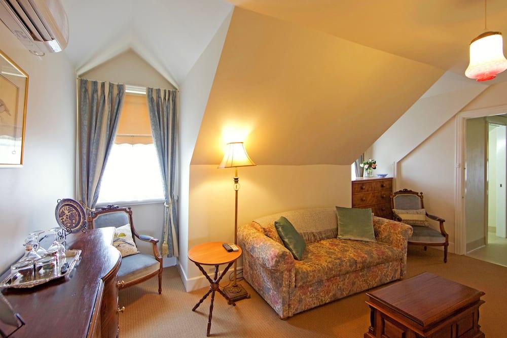 Traditionele suite, niet-roken (Upstairs Queen Suite) - Woonruimte