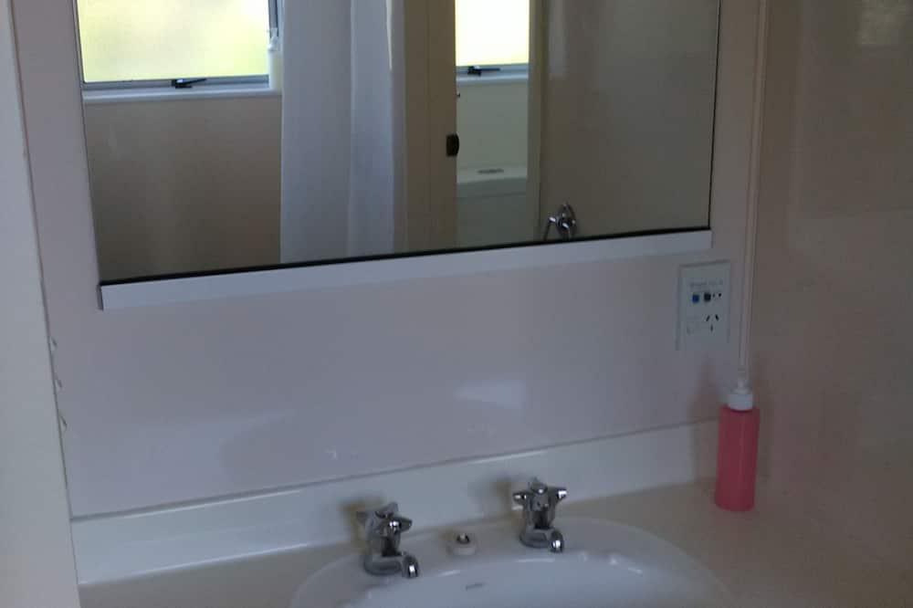2 Bedroom Unit - バスルーム