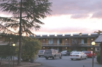 Picture of Red Cedars Motel in Watson