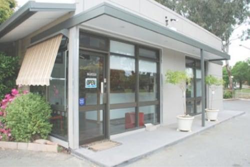 紅雪松汽車旅館/