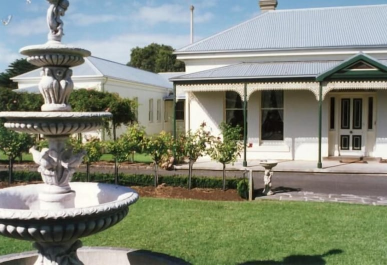 Merton Manor Exclusive Bed And Breakfast, Warrnambool, Property Grounds