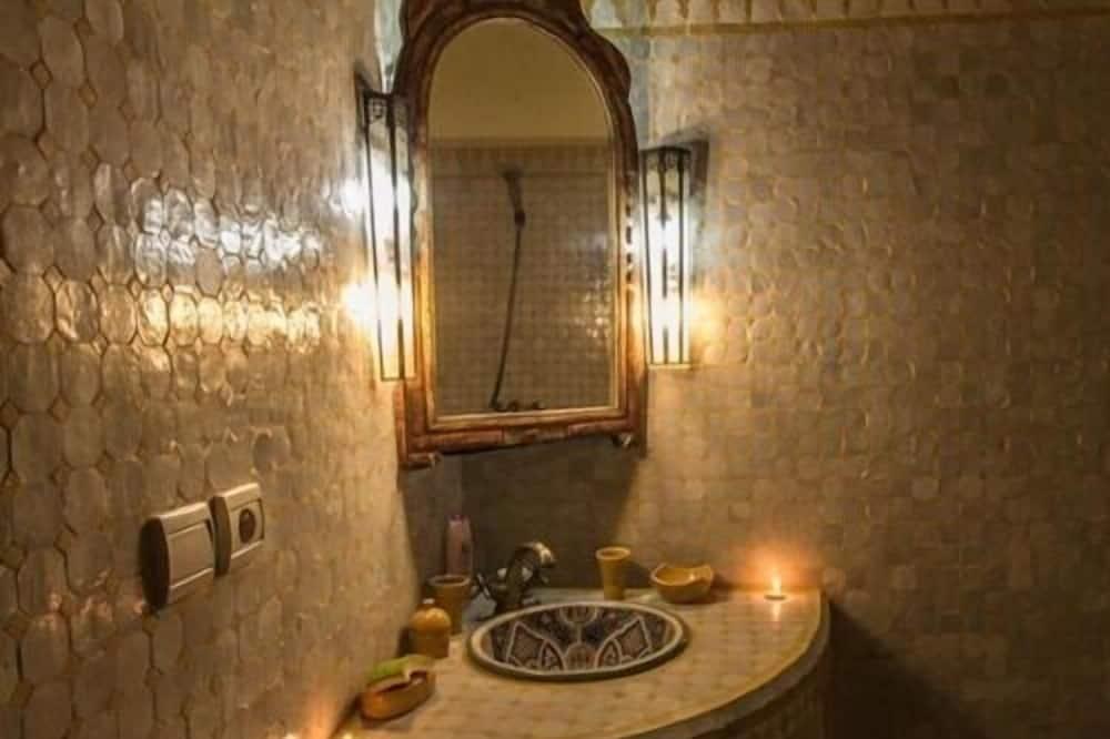 Deluxe Triple Room, Private Bathroom (Fassi Room) - Bathroom