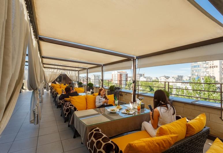 Ambassador Hotel, Bishkek, Terraza o patio