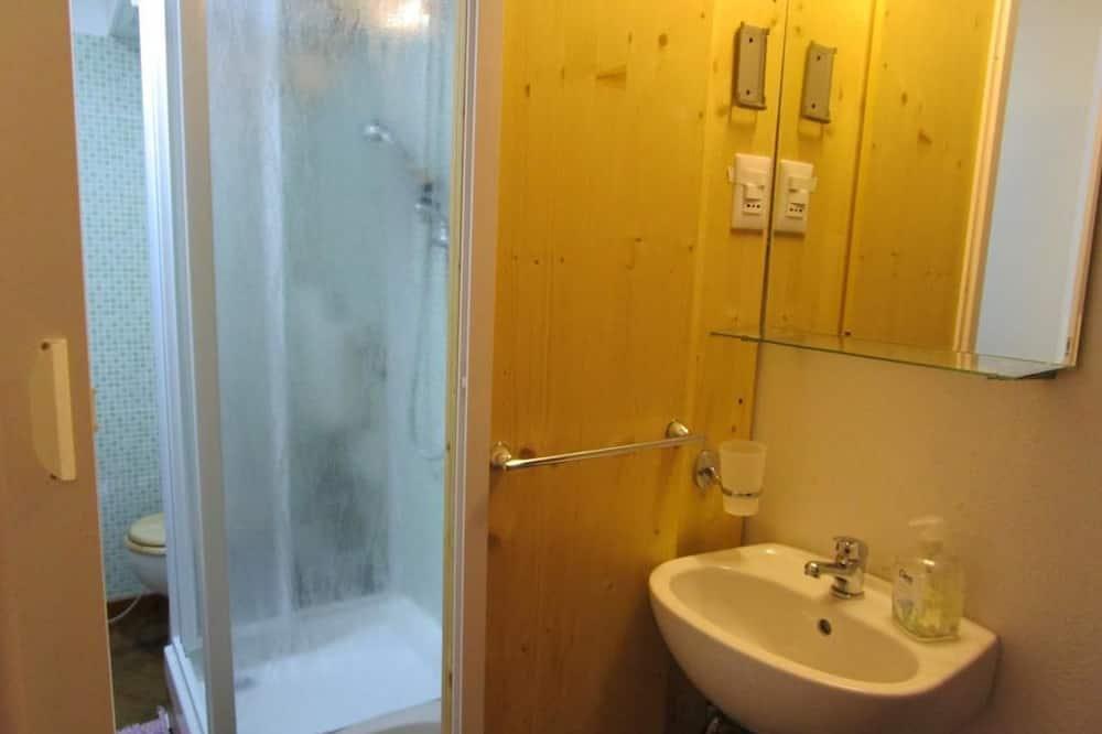 Kambarys, 2 viengulės lovos - Vonios kambarys