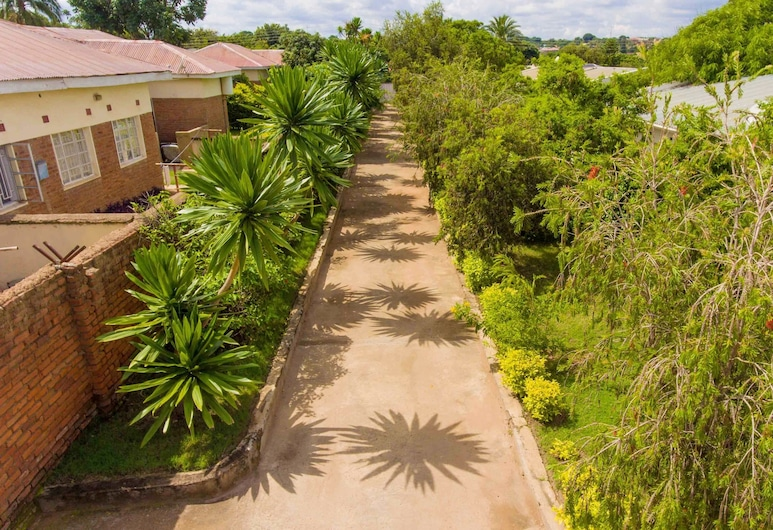 Spendwise Lodge and Apartments, Lilongwe, Binnenplaats