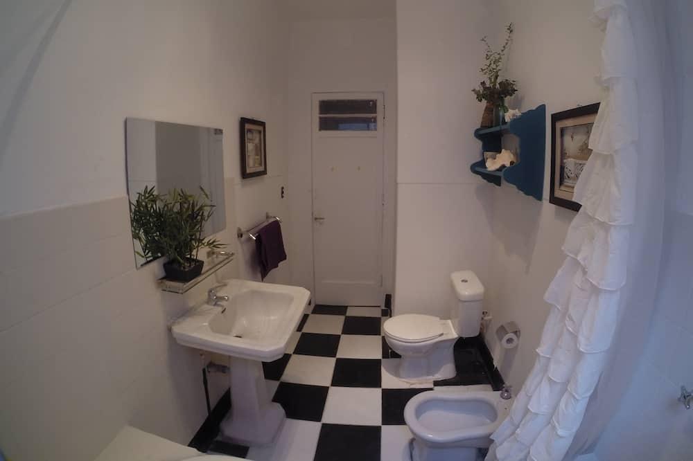 Doppelzimmer, 1 Doppelbett, Gemeinschaftsbad - Badezimmer