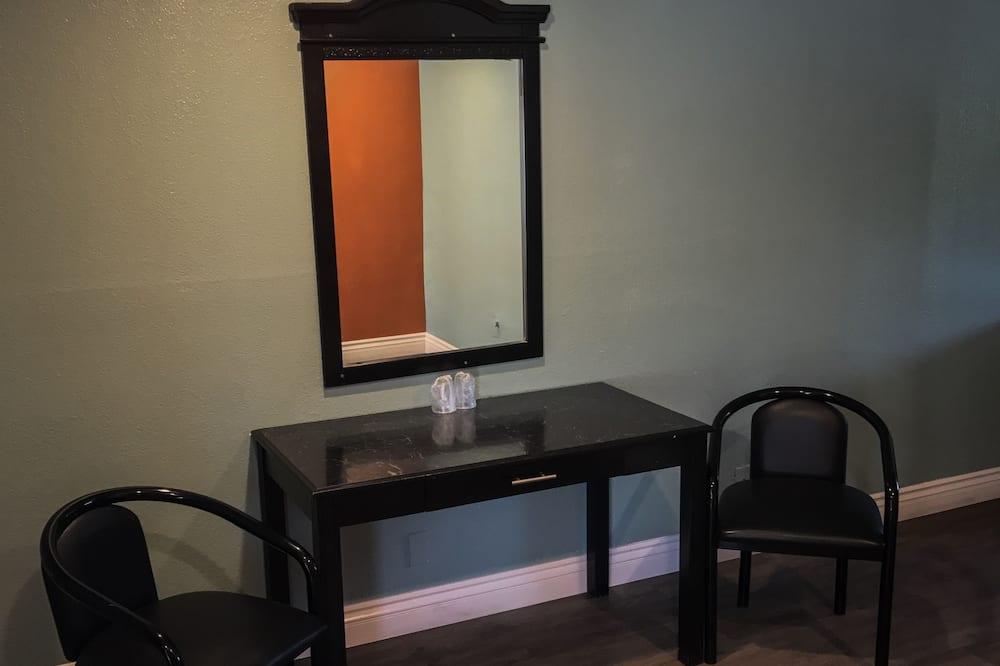 غرفة ديلوكس - سرير كبير - للمدخنين - غرفة معيشة