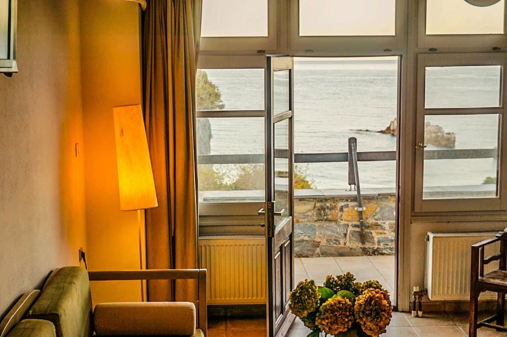 Comfort Studio Suite, Sea View - Living Area