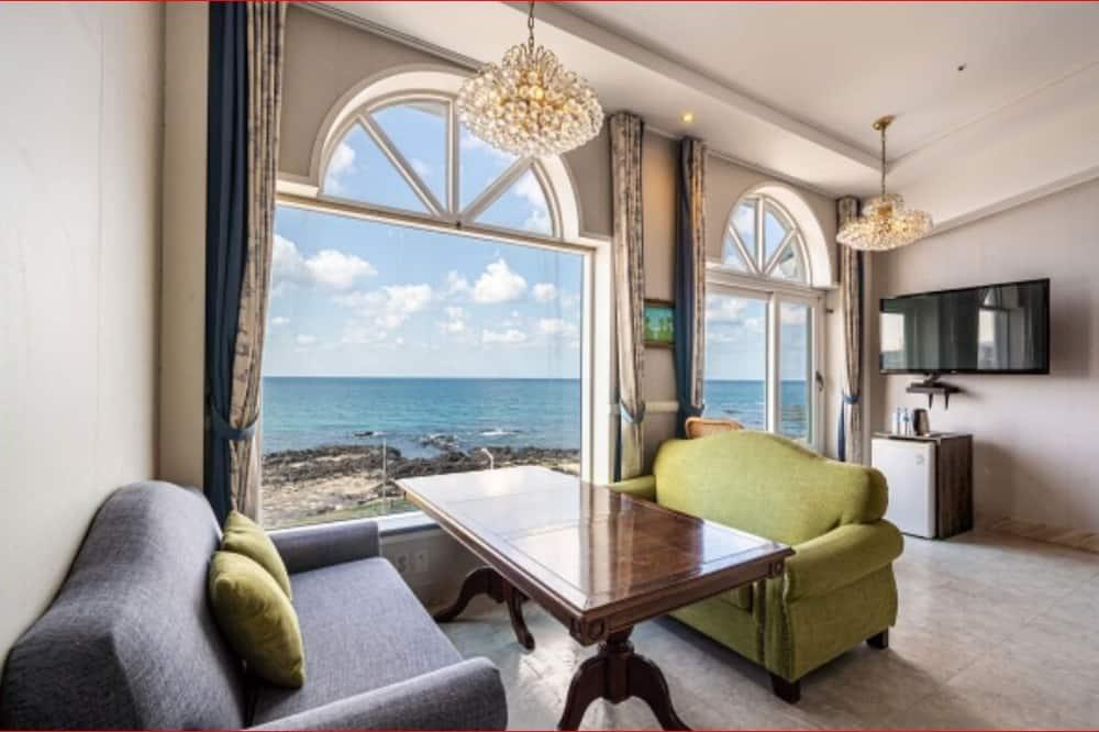 Ocean Suite C (with Bathtub) - Guest Room