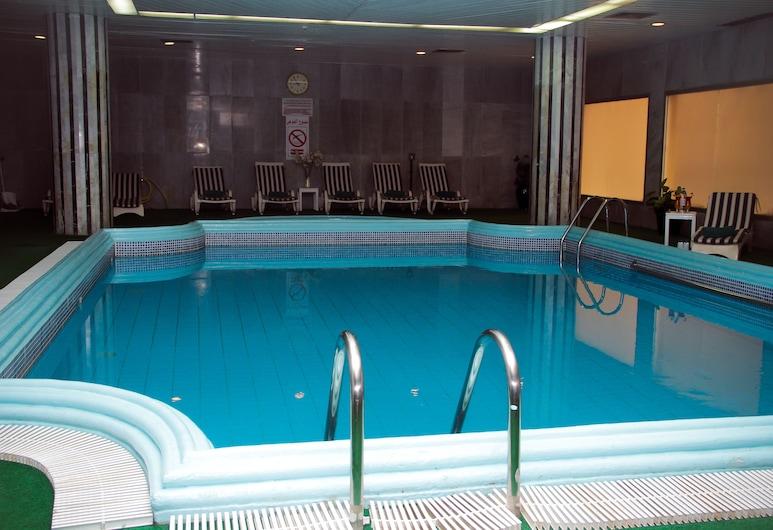 Nova Park Hotel, Sharjah, Sisäuima-allas