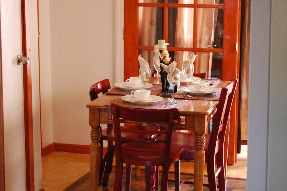 Tempat Makan Di Kamar