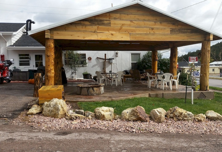 Rocket Motel, Custer, Terrace/Patio
