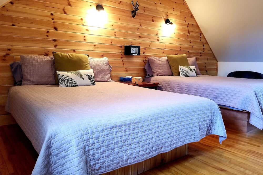 Standard Room, 1 Double Bed and Bunk Beds, Shared Bathroom - Guest Room