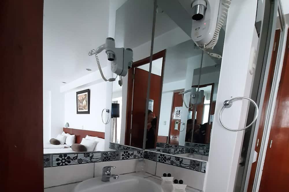 Семейный номер, 1 спальня, отдельная ванная комната - Ванная комната