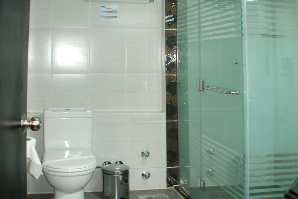 غرفة عادية ثلاثية - حمّام