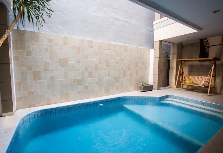 ميلاتي فيو هوتيل, كوتا, حمام سباحة