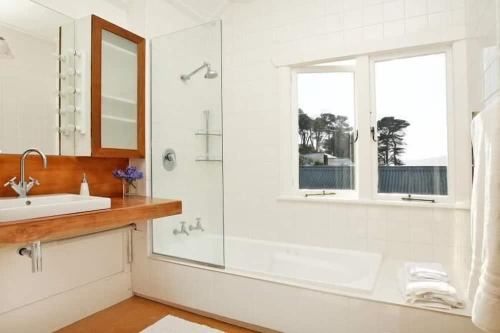 Standard Suite, 1 Bedroom, Non Smoking (En-suite) - Bathroom