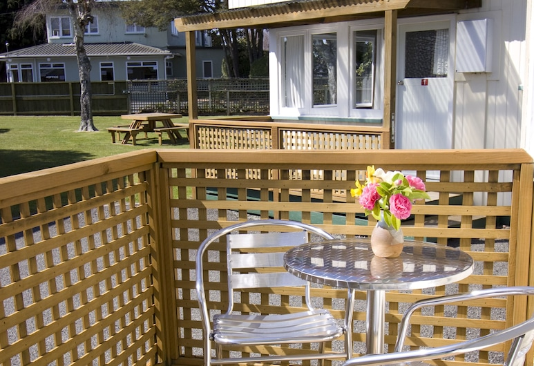 Taupo TOP 10 Holiday Park, Taupo, Self-Contained Unit - Kowhai, Terrace/Patio