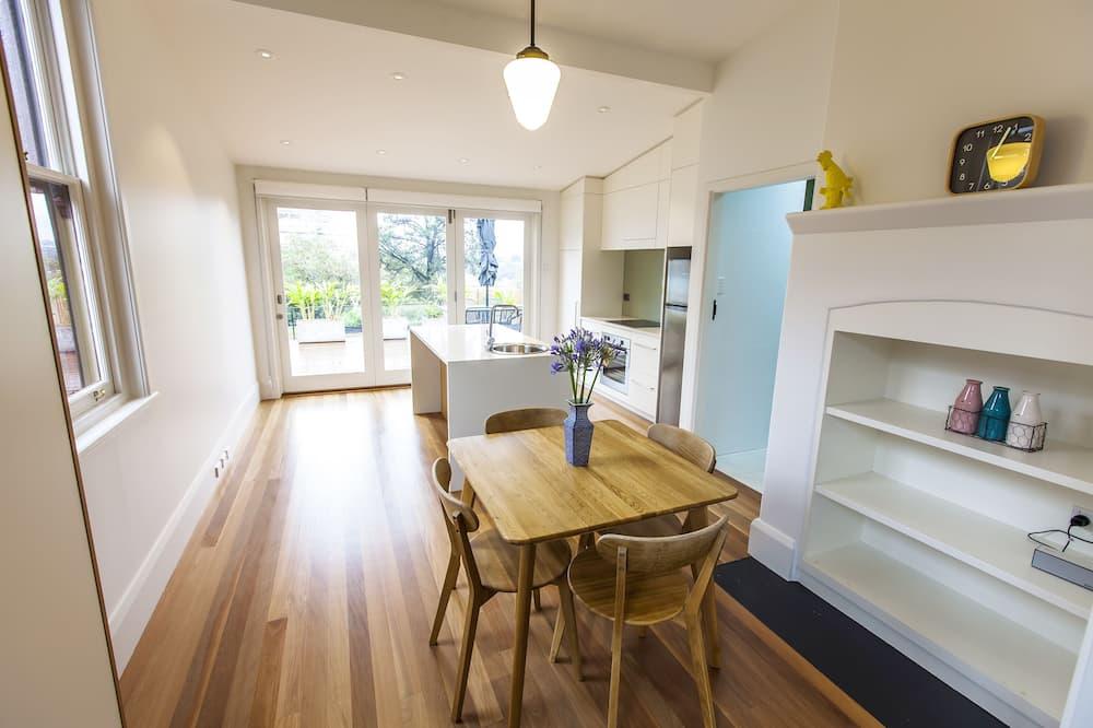 Garden Apartment (21B) - In-Room Dining