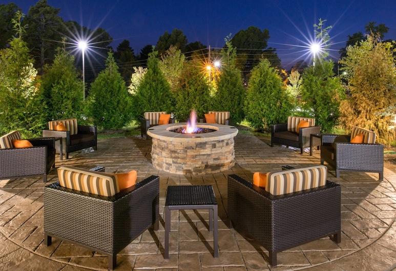 Courtyard Hot Springs, Hot Springs, Terrace/Patio