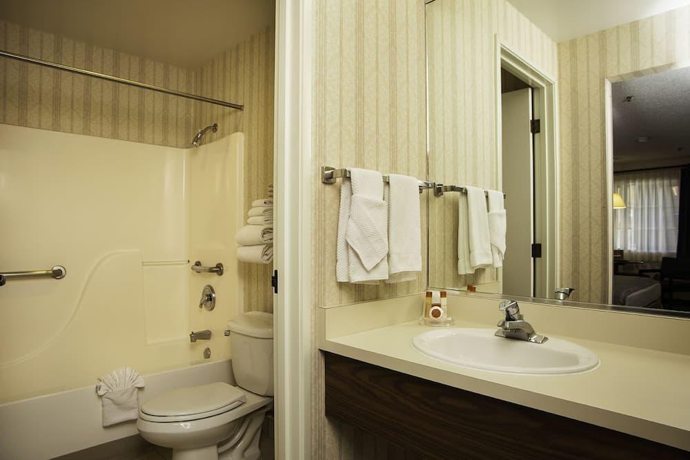 Room, 2 Queen Beds, Smoking (MOTOR LODGE) - Bathroom
