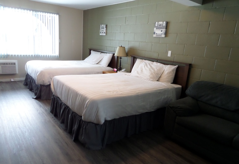 Ray Lyn Motel, Trail, Standard Room, 2 Queen Beds, Guest Room