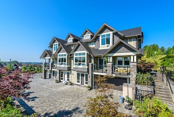 Picture of Brookside Inn Boutique Hotel in Abbotsford